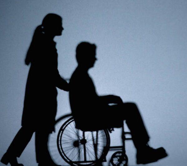 نگهداری از یک فرد معلول