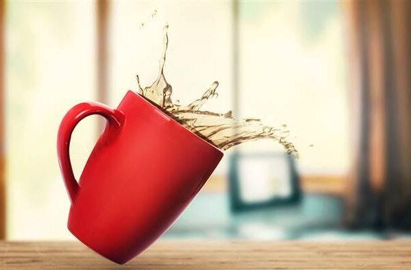 از بین بردن لکه قهوه از روی مبل